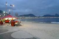 Strand von Copacabana am Abend