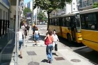 Passanten in der Innenstadt von Rio de Janeiro