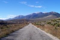 abgelegene Straße zwischen Golesovo und Gotse Delchev (Bulgarien)