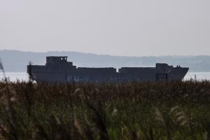 Betonschiff an der Ostseeküste