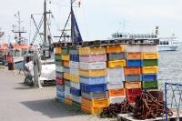 Fischkisten im Hafen von Vitte