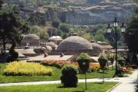Park in der georgischen Hauptstadt Tiflis / Tbilisi