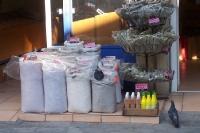 Körnerwaren in Säcken vor einem Geschäft in Athen