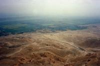 Übergang vom grünen Nilstreifen zur Wüste