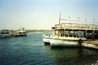 Schiffe auf dem Nil bei Luxor und Theben West