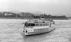 Ausflugsfahrt auf dem Rhein (1974)