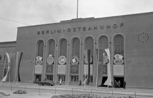 Ostbahnhof in Ost-Berlin in den 50ern