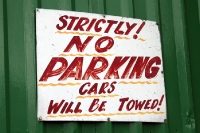 Strictly no parking - Schild in Irland
