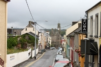 Main Street in Ballyshannon im County Donegal in Irland