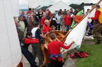 Segelboote werden am Ufer des Lough Foyle startklar gemacht