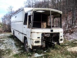 abgewrackter Bus in Mazedonien