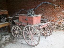 alte Gegenstände in einem verlassenen Gebäude