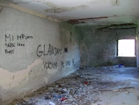 Graffiti in einer Kriegsruine in Vukovar