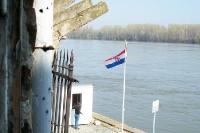 Blick auf den Fluss Vuka an der Grenze zwischen Serbien und Kroatien