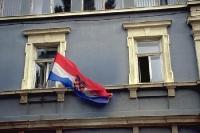 Kroatische Flagge an einem Wohnhaus