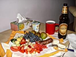 Kroatisches Gemüse, Wurst, Obst und Bier ...