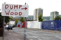 Dump Wood, Wegweiser in Belfast