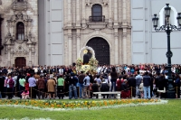 Sonntagsprozession in Lima, Peru