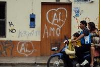 Familie auf dem Moped unterwegs, Iquitos im Amazonasgebiet von Peru