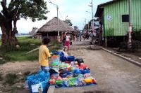 Straßenverkäufer in Santa Rosa im Amazonasgebiet von Peru