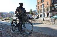 60 Jahre Arbeit ohne Urlaub - Denkmal für die Arbeiter des polnischen Aufbaus