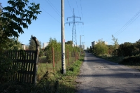 Hochspannungsmasten in einem Wohngebiet von Poznan (Posen)