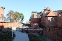 Reste und Fundamente der historischen Stadtmauer von Poznan (Posen)