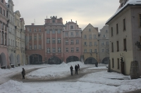 winterlicher Rathausplatz in Jelenia Gora