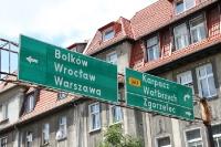 Wegweiser nach Warszawa, Wroclaw, Bolków, Karpacz und Walbrzych