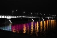 Weichsel-Brücke in Warschau bei Nacht