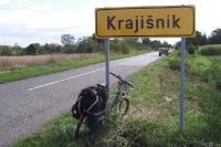 Der Unterschlupf von Ratko Mladic in Lazarevo ist nicht weit - Ortseingang von Krajisnik