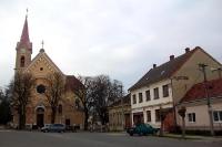 Kirche in einer Ortschaft am Fluss March (Slowakei)