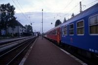 Zug auf dem Bahnhof der slowakischen Stadt Strba
