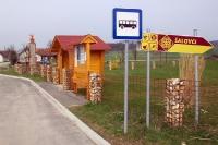 schmucke Bushaltestelle in Salovci (Slowenien)