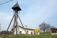 hölzerner Kirchturm im slowenischen Salovci