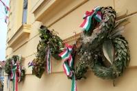 ungarische und slowenische Gedenkkränze in der Stadt Lendava