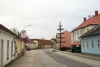 Menschenleere Straße in einer Ortschaft in Niederösterreich