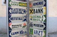 Wegweiser in einer österreichischen Gemeinde