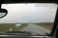 Mit dem Auto unterwegs im Flachland von Österreich