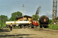 Benzin umfüllen im sibirischen Artem