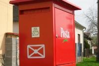 roter ungarischer Briefkasten