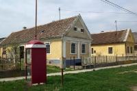 Telefonzelle in einem ungarischen Dorf