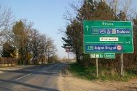 Ungarn: Wegweiser nach Röszke, Budapest und Beograd (Serbien)