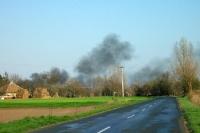 Feuer und Rauch in einem südungarischen Dorf