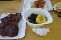Ungarischer Snack: Fleisch, Gurken & Paprika