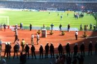 Polizisten vor dem Gästeblock des Müngersdorfer Stadions, Anfang der 90er Jahre
