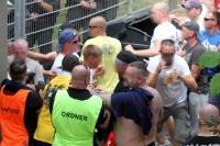 Anhänger des 1. FC Lok Leipzig am Gästeeingang in Babelsberg
