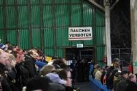 Fans des 1. FC Lokomotive Leipzig im Bruno-Plache-Stadion