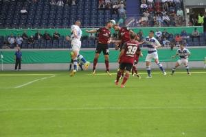 Spielszenen Nürnberg in Duisburg DFB Pokal 2017