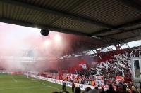 weißer und roter Rauch im Block von Fortuna Düsseldorf